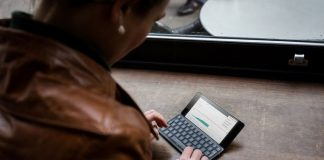 Gemini PDA usa Android, mas também suporta o Debian, Sailfish OS e outros