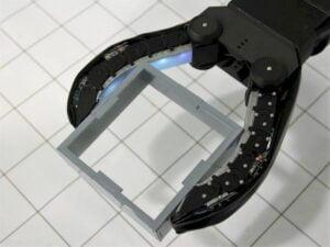 MIT construiu uma mão robótica que pode ver e sentir objetos