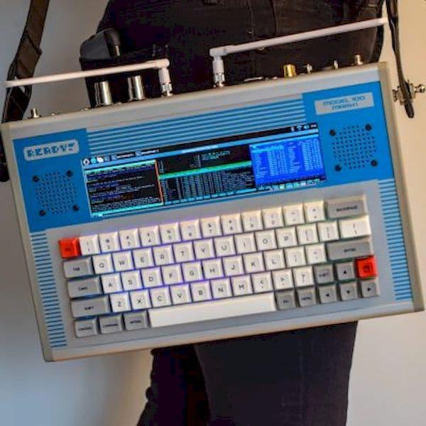 kit Model 100 transforma um Raspberry Pi em um cyberdeck portátil