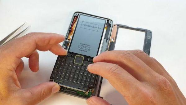 Precusor, o dispositivo de hardware móvel aberto, irá atrasar