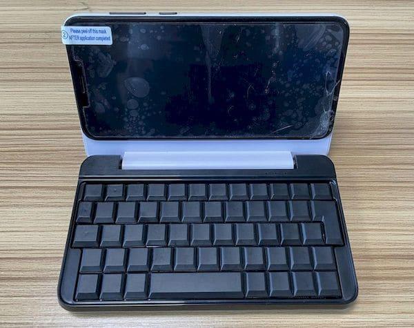 Protótipo de teclado transforma o PinePhone em minúsculo laptop Linux