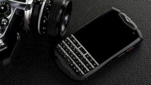 Unihertz Titan Pocket, um smartphone para fãs de teclados e telefones pequenos