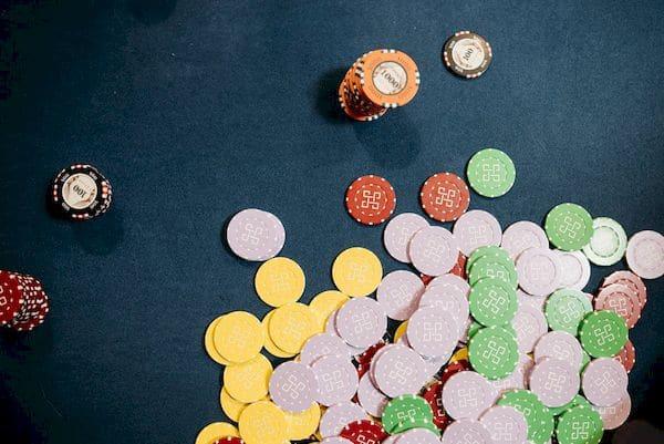 Como funciona o desenvolvimento tecnológico das fichas de poker