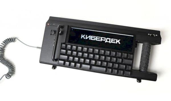 RA01, um cyberdeck DIY é um PC vestível para hackear em movimento